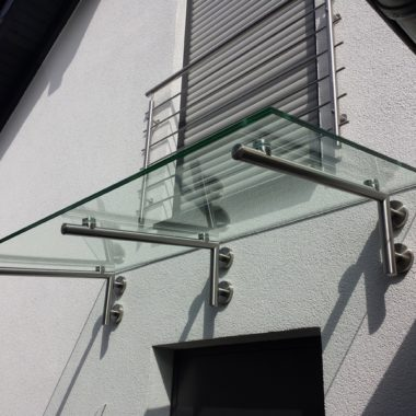 Vordach mit Klarglas